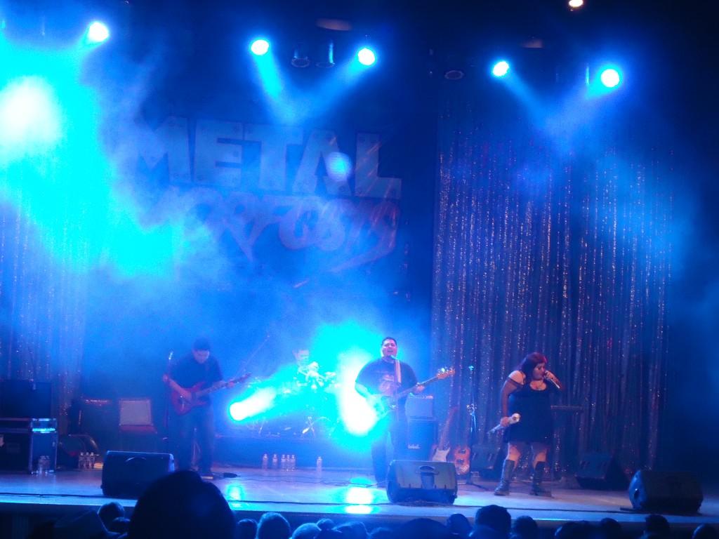 """Antología Rock Band, el """"Buda"""" Escalante y La Pasha cantaron """"Perro negro y callejero"""" de Three Souls In My Mind."""