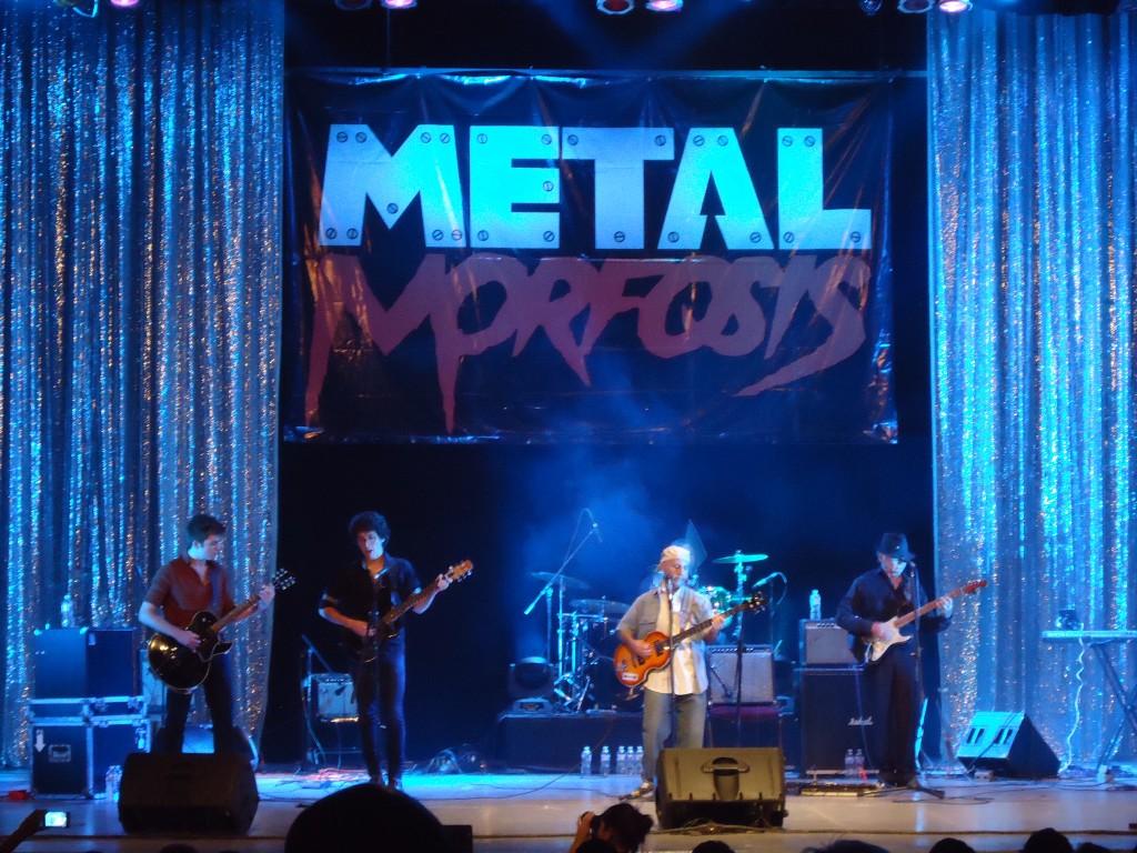 """Uno de los momentos más emotivos de la noche, Erick Flota nos presentó a sus nietos (Rafael y Elías) y ellos acompañaron a la banda interpretando """"While My Guitar Gently Weeps"""""""