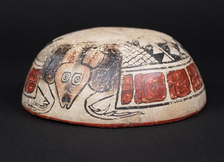Cuenco pintado con armadillo invertido - Museo Popol Vuh. Guatemala