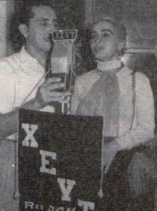 La gran actriz Leticia Palma y el Locutor Rubén Eloy Ocampo en un aniversario de la X.E.V.T. de Villahermosa, Tabasco (1955)