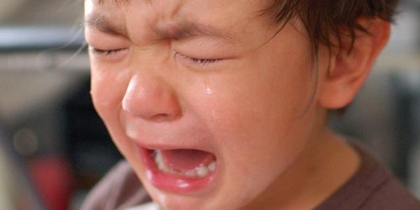 Los niños bajo estrés, enfermos, así como los que duermen en un entorno nuevo, son propensos a sufrir algún terror nocturno.
