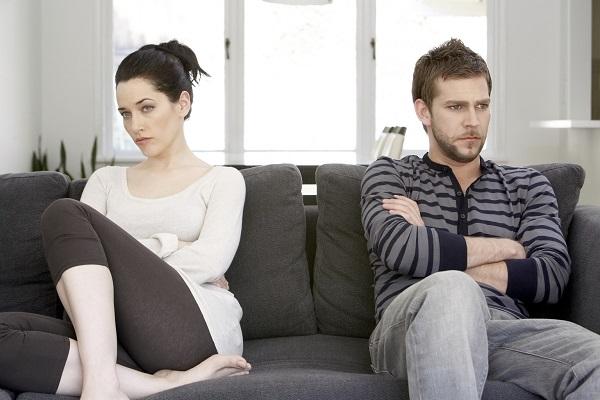 Los ataques de celos son comunes y, si su pareja no acepta sus constantes cuidados, entonces revierten la situación haciendo sentir culpable a la otra persona.