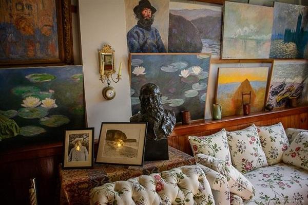 El primer estudio de Monet, que más tarde se convirtió en su habitación de fumadores.