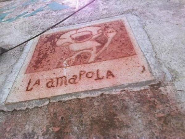 Placa alusiva a la esquina de La Amapola.