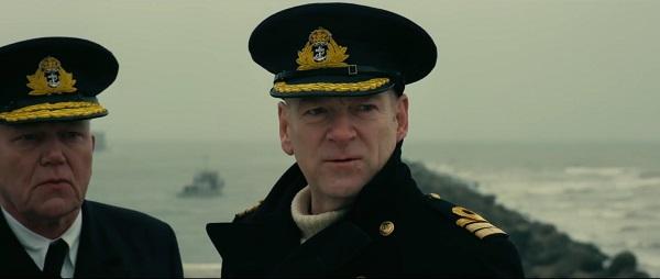 Kenneth Branagh es el Comandante Bolton.