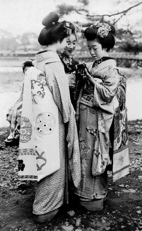 Geishas en Japón (1920).