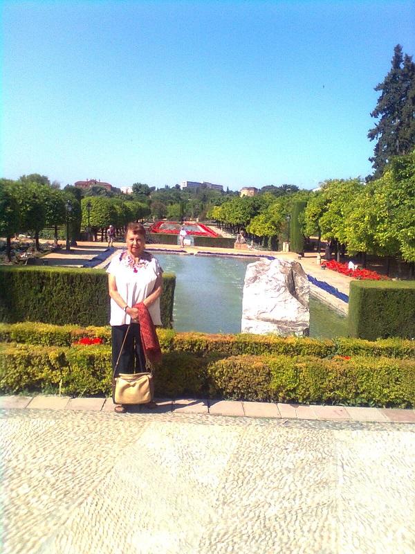 En los Jardines del Alcázar que fuera residencia de los Reyes Católicos.