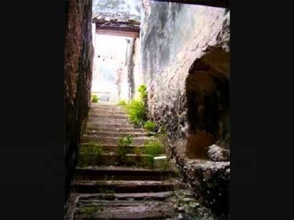 Escaleras a las celdas. Ex convento de San Agustín. Tekantó, Yucatán.