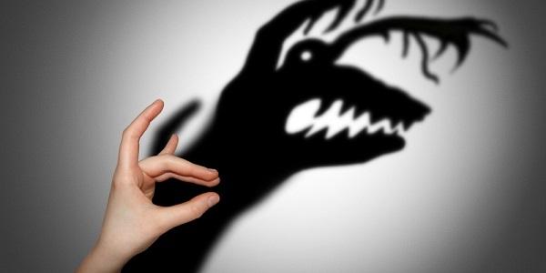 El miedo es un mecanismo de defensa; cuando el miedo se presenta sin justificación aparente podríamos estar hablando de una fobia.