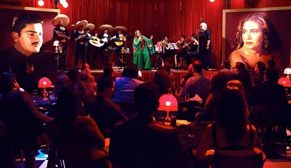 Tania ha realizado un disco sumamente interesante, añadiendo instrumentos de cuerda a las canciones emblemáticas del gran José Alfredo Jiménez.