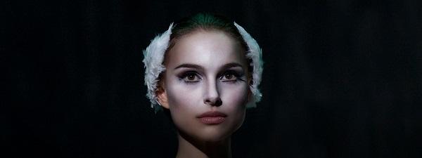 En la cinta, cuando Nina interpreta al Cisne Blanco, claramente es la representación de la pureza, de lo perfecto, la represión de las pulsiones sexuales.