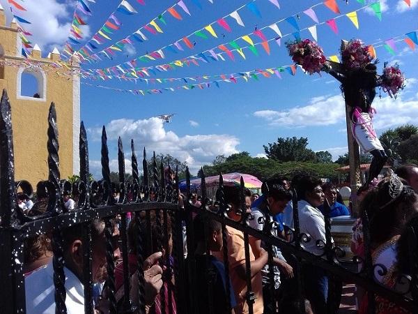 Entrada después del Paseo del Cristo de la Exaltación por las principales calles de la comunidad.