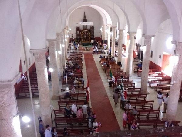 El interior de la parroquia desde el espacio denominado el Coro.