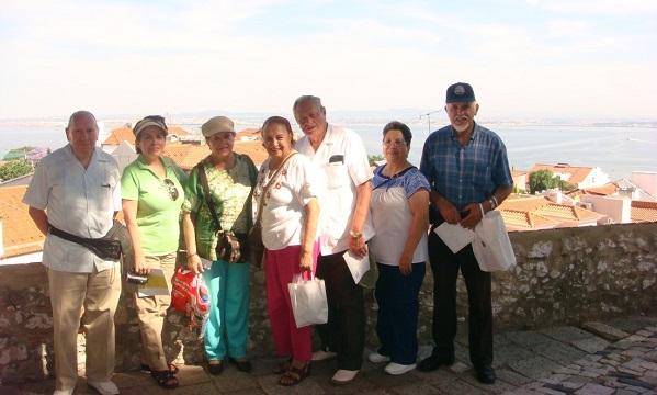 Los viajeros desde el Castillo de San Jorge. Al fondo el Río Tajo.