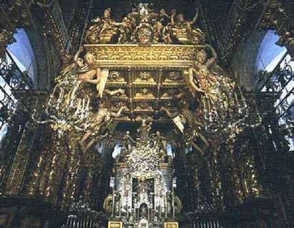 Altar Mayor y sepulcro del Apóstol Santiago.
