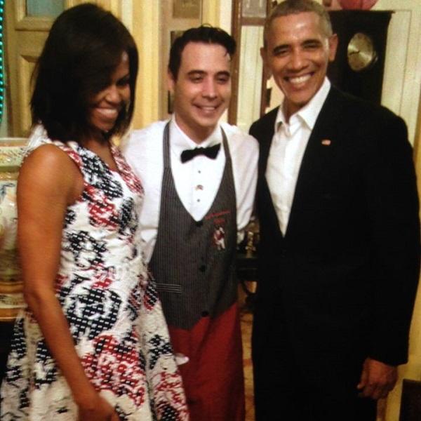 Qué mejor imagen que esta de Obama y su familia, en un Paladar de la ciudad de La Habana.
