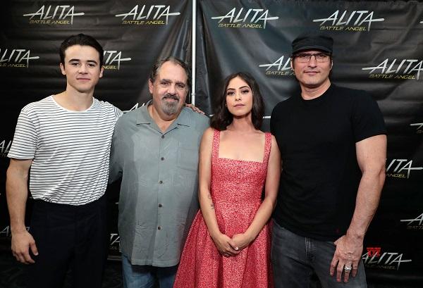 Keean Johnson, Jon Landau, Rosa Salazar y Robert Rodriguez.