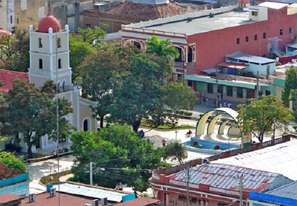 """Parque principal """"José Martí"""" en Guantánamo, Cuba. Archivo AHGA."""