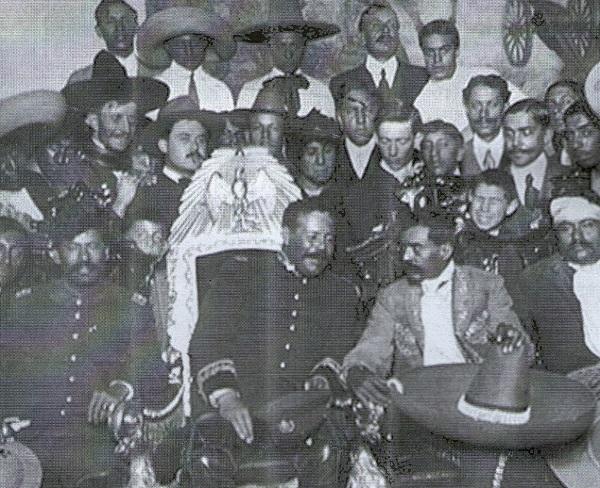 Pancho Villa y Emiliano Zapata en el Palacio Presidencial (1914).