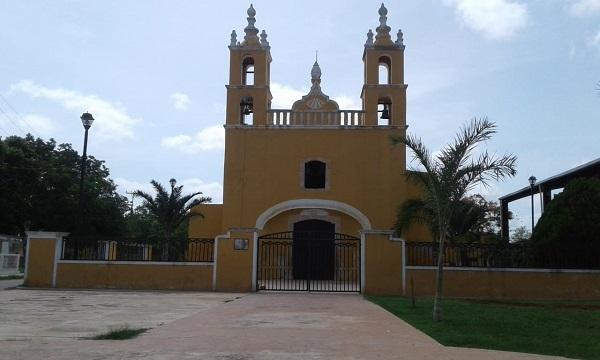 El principal edificio religioso de la comunidad y sus valiosos objetos e imágenes de culto, se preservan por la población. El templo parroquial y sus interiores acumulan muebles y artículos de gran contenido histórico.
