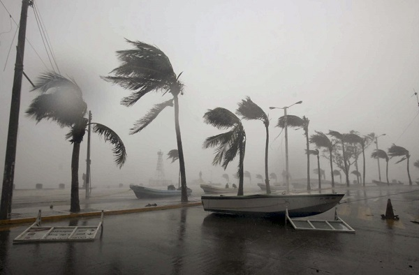 A picture dated 17 September 2010 shows the wind hitting on the beaches of the city of Veracruz. Hurricane Karl hit on the east coast of Mexico with category three. Photo Jorge Reyes/dpa