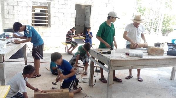 Detalle de las diversas actividades que realizan los niños de Cacao.