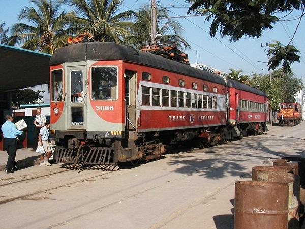 El ferrocarril sufrió un estancamiento en su desarrollo que lo ha distanciado de los estándares europeos y norteamericano.